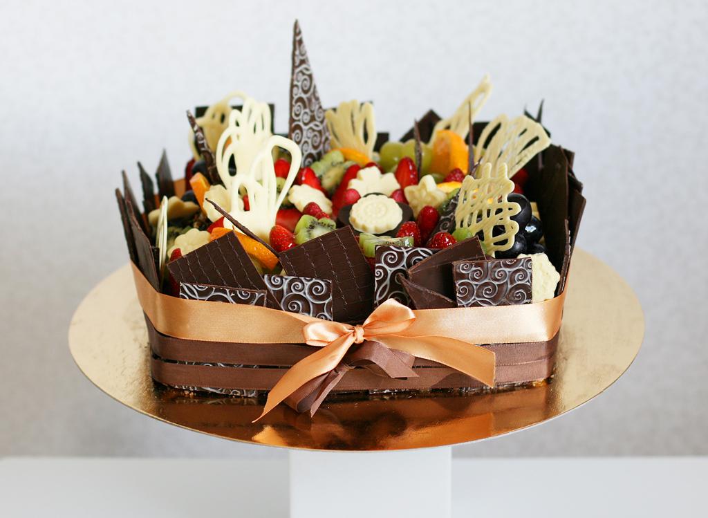 Fruit Decoration On Chocolate Cake : ?okoladove a ovocne dorty Praha, St?edo?esk? kraj ...